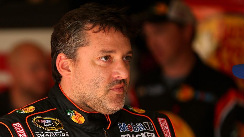 Tony Stewart given standing ovation before Oral-B 500