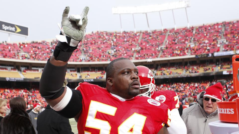 Brian Waters retires from NFL after 13-year career