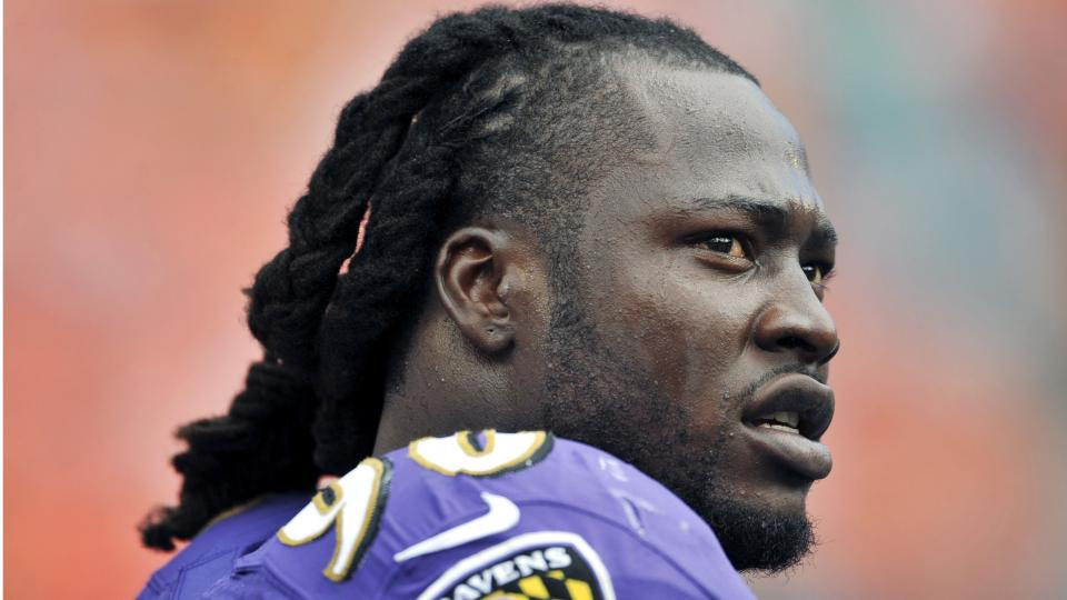 Pernell McPhee aiming to lead Ravens in sacks