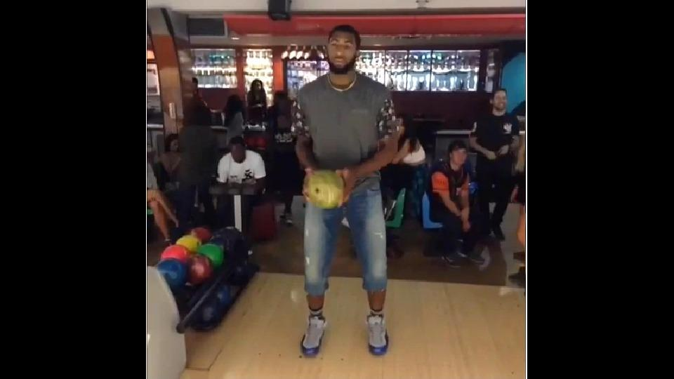 Andre Drummond is having some trouble bowling