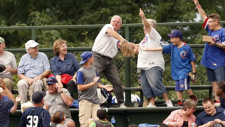 Fan makes impressive home run catch, throws it back... or does he?