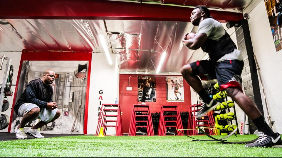 Kenjon Barner (r.) works with trainer Travelle Gaines in Los Angeles.