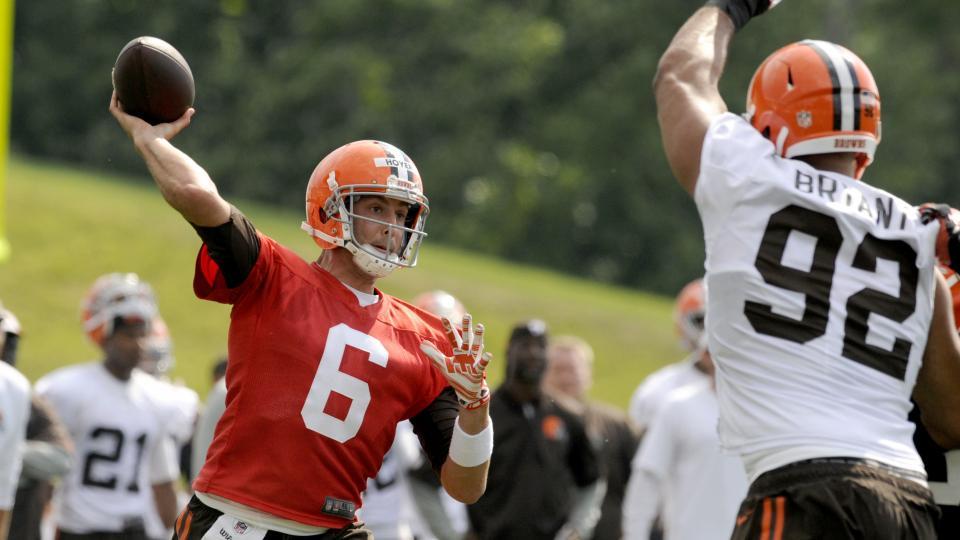 Browns' Joe Thomas compares QB Brian Hoyer to Tom Brady