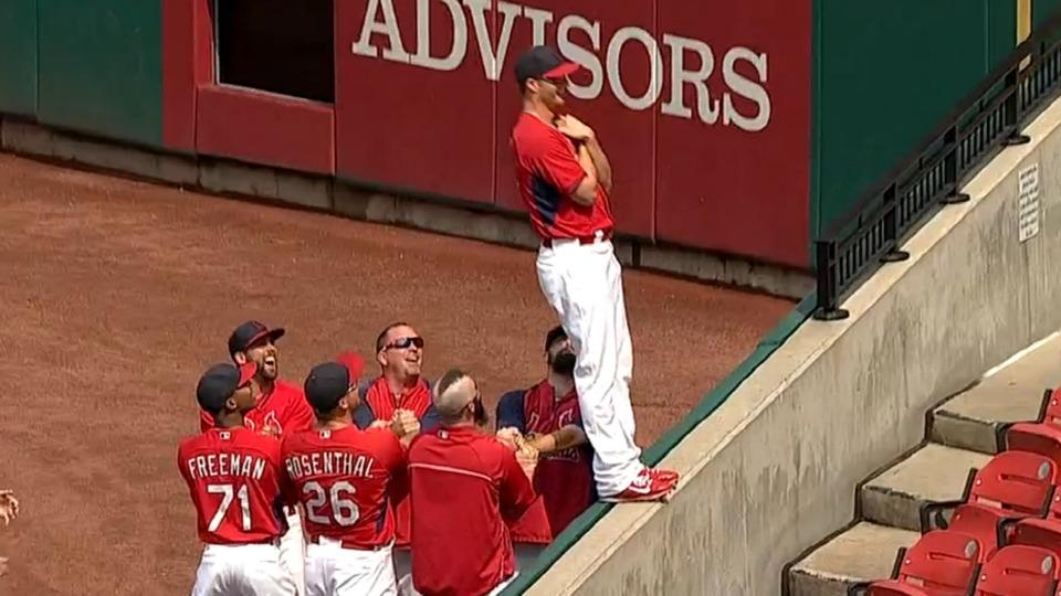 Shelby Miller does a 'trust fall' with the Cardinals bullpen