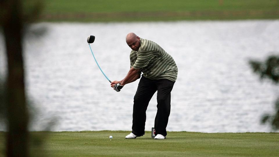 Charles Barkley is now swinging a golf club one-handed