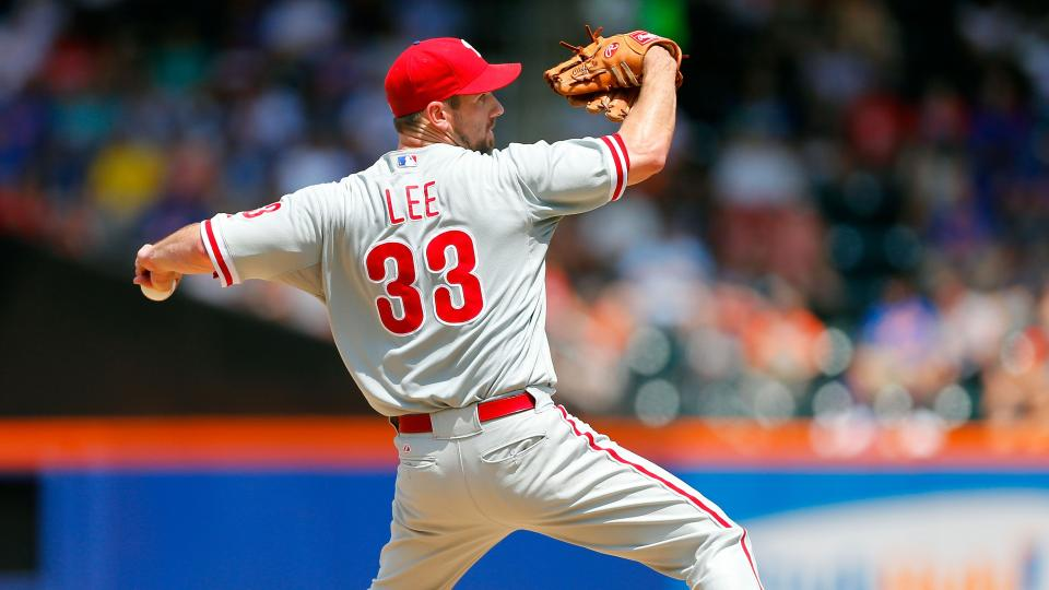Phillies' Cliff Lee leaves start with elbow injury