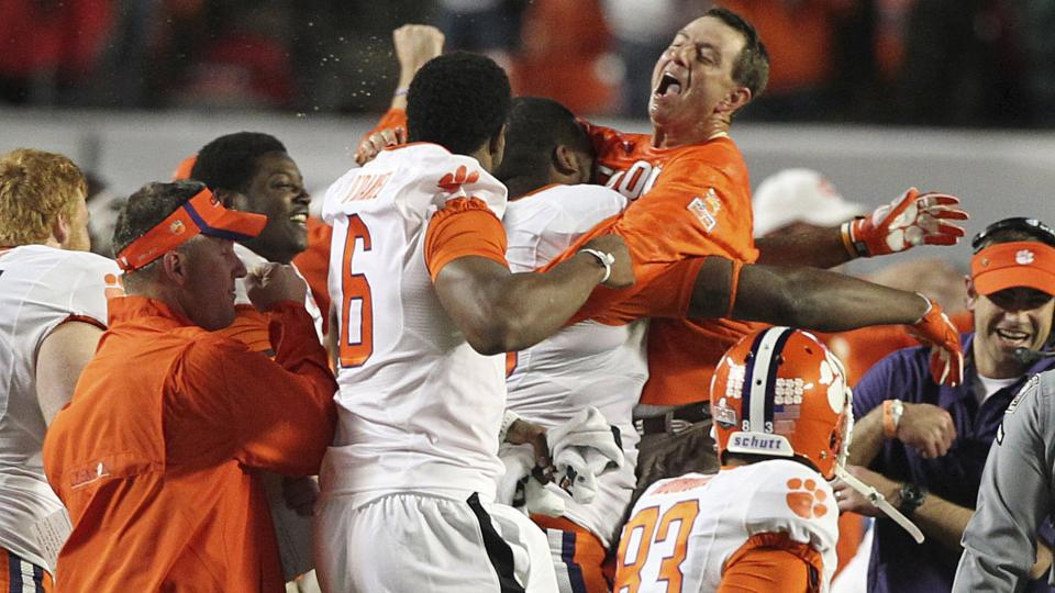 Clemson football's Twitter account prods South Carolina for lack of BCS win