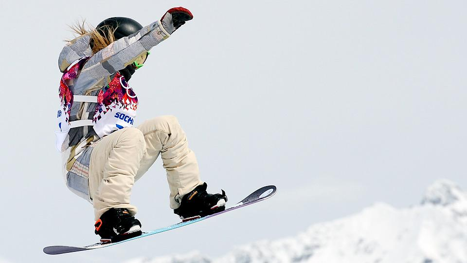 Jamie Anderson posted a scored of 95.25 on her second run to match Sage Kotsenburg's gold medal from the men's slopestyle competition.
