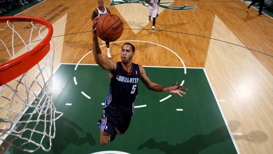 Charlotte Hornets re-sign point guard Jannero Pargo