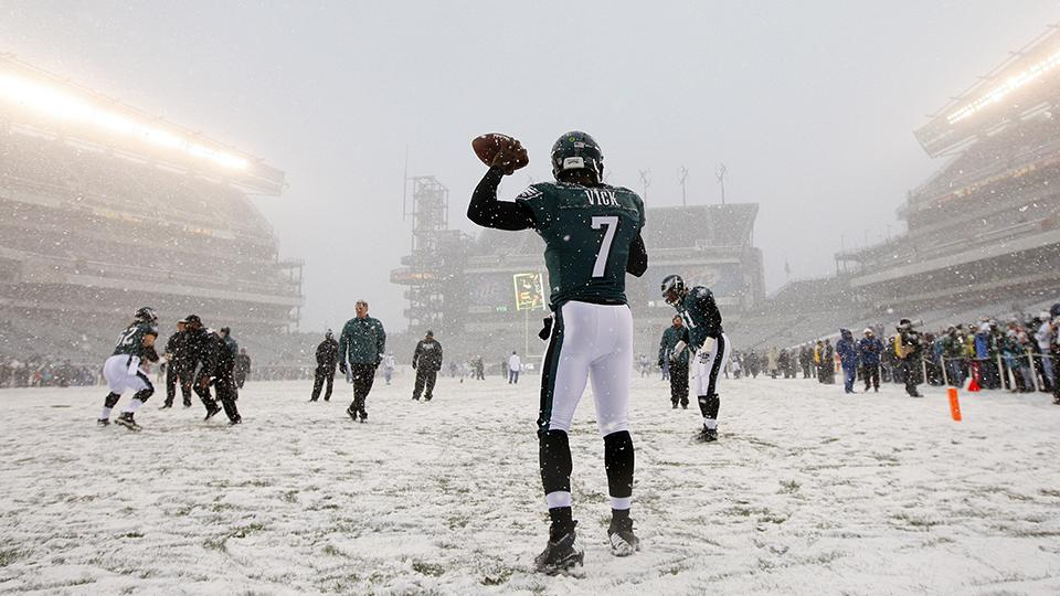 Rain, sleet or snow: How NFL players stay warm during the coldest games