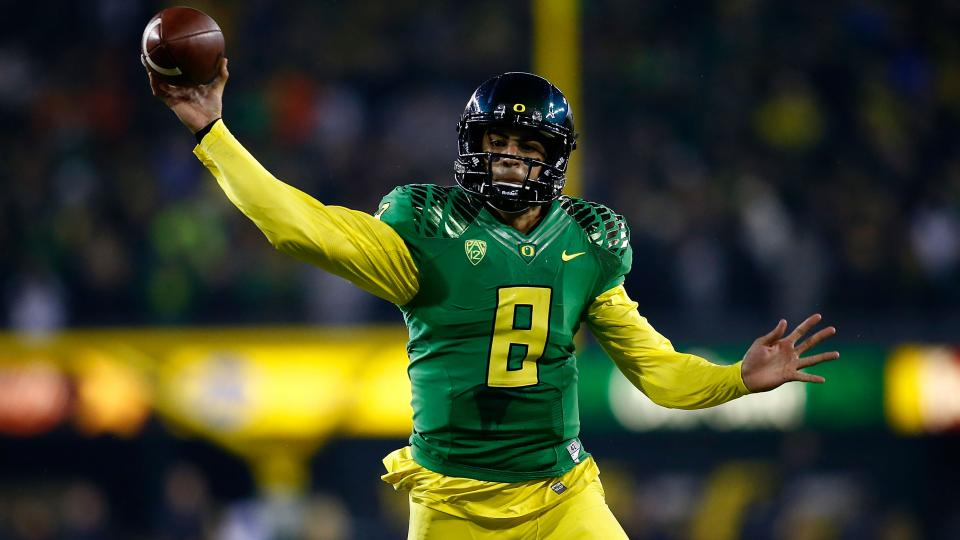 Oregon favored to win Pac-12 title in preseason media poll