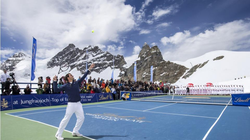 Roger Federer and Lindsey Vonn play tennis on top of a glacier