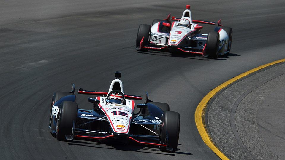 Will Power (12) will be trying to hold off Helio Castroneves (3) as the two drivers duel for their first IndyCar championship.