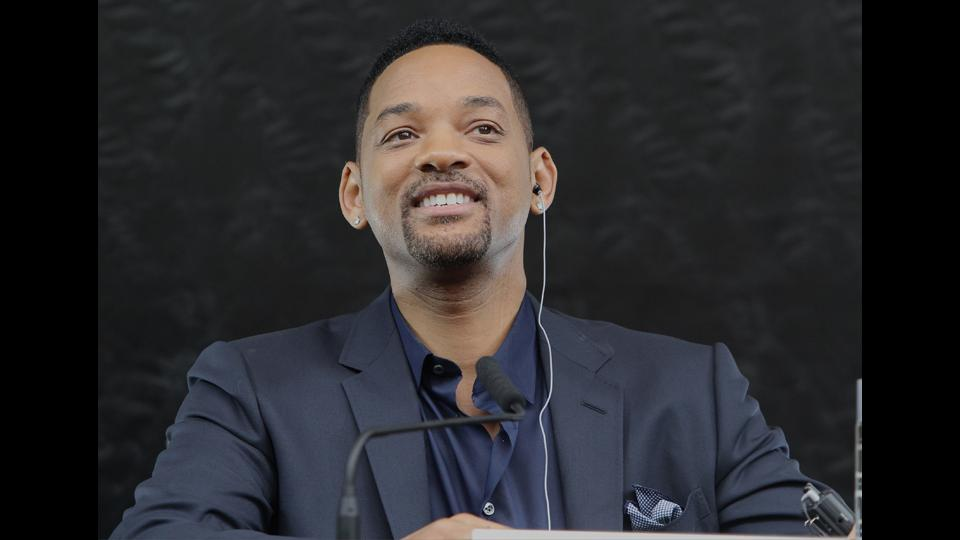 Will Smith to play role in movie about former Steelers center Mike Webster
