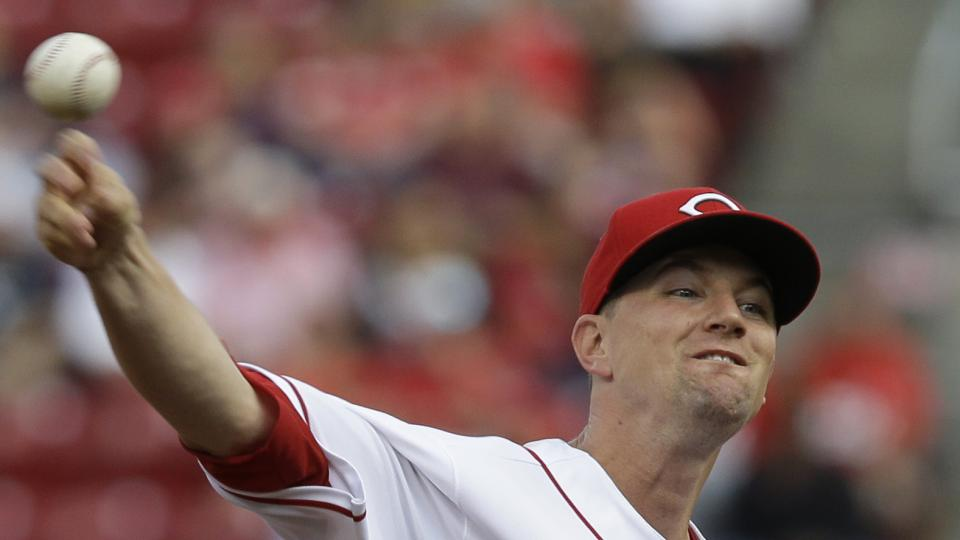 Cincinnati Reds starting pitcher Mike Leake throws against the Arizona Diamondbacks in the first inning of a baseball game, Tuesday, July 29, 2014, in Cincinnati. (AP Photo/Al Behrman)