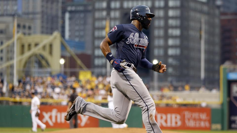 Atlanta Braves' Jason Heyward scores on a hit by Justin Upton in the first inning of the baseball game against the Pittsburgh Pirates on Wednesday, Aug. 20, 2014, in Pittsburgh. (AP Photo/Keith Srakocic)
