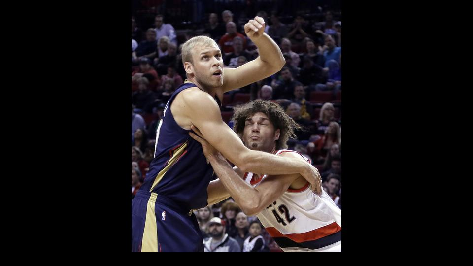 New Orleans Pelicans center Greg Stiemsma, left, and Portland Trail Blazers center Robin Lopez wait for a rebound during the first half of an NBA basketball game in Portland, Ore., Sunday, April 6, 2014. (AP Photo/Don Ryan)
