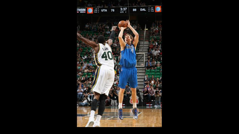 SALT LAKE CITY, UT - APRIL 08:  Dirk Nowitzki #41 of the Dallas Mavericks shoots against Jeremy Evans #40 of the Utah Jazz at EnergySolutions Arena on April 08, 2014 in Salt Lake City, Utah. (Photo by Melissa Majchrzak/NBAE via Getty Images)