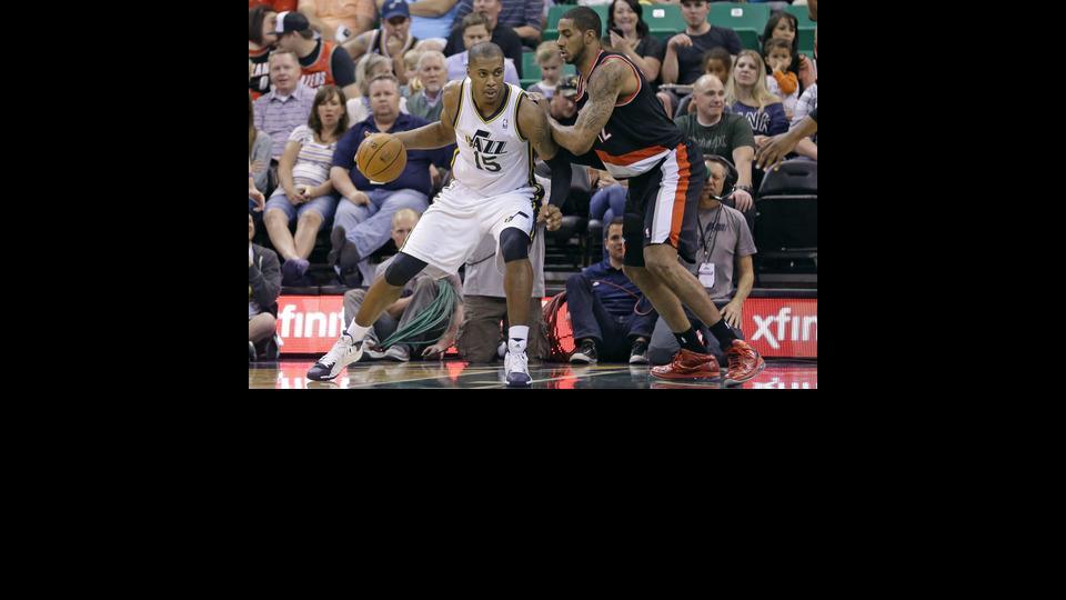 Portland Trail Blazers' LaMarcus Aldridge, right, guards Utah Jazz's Derrick Favors (15) in the second quarter during an NBA basketball game on Friday, April 11, 2014, in Salt Lake City. (AP Photo/Rick Bowmer)