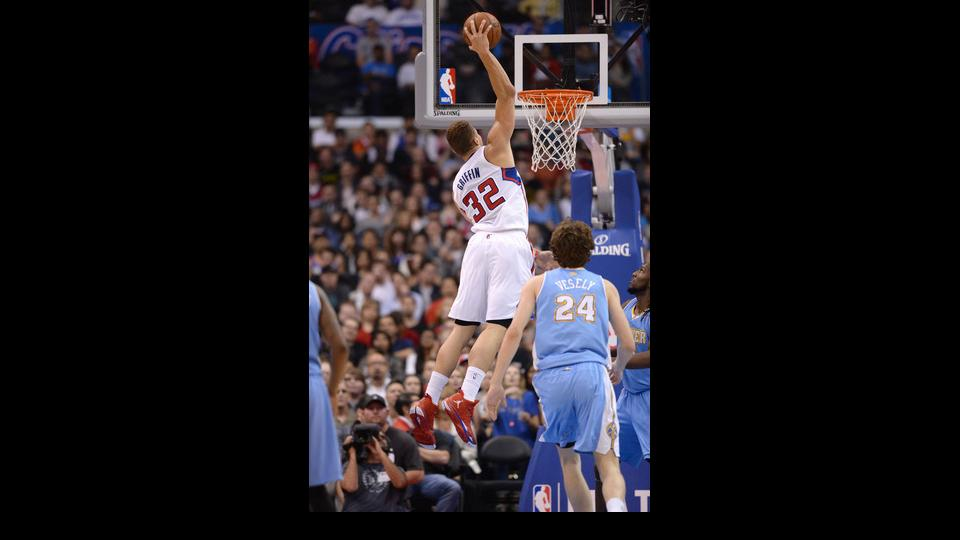 LOS ANGELES, CA - APRIL 15: Blake Griffin #32 of the Los Angeles Clippers dunks against Jan Vesely #24 of the Denver Nuggets at Staples Center on April 15, 2014 in Los Angeles, California. (Photo by Noah Graham/NBAE via Getty Images)
