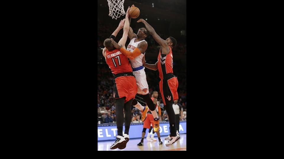 Toronto Raptors' Jonas Valanciunas (17) and Amir Johnson (15) defend New York Knicks' Amar'e Stoudemire during the first half of an NBA basketball game Wednesday, April 16, 2014, in New York. (AP Photo/Frank Franklin II)