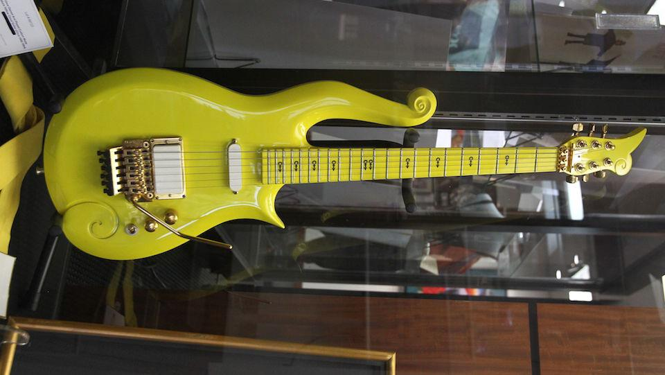 Indianapolis-colts-jim-irsay-prince-guitar