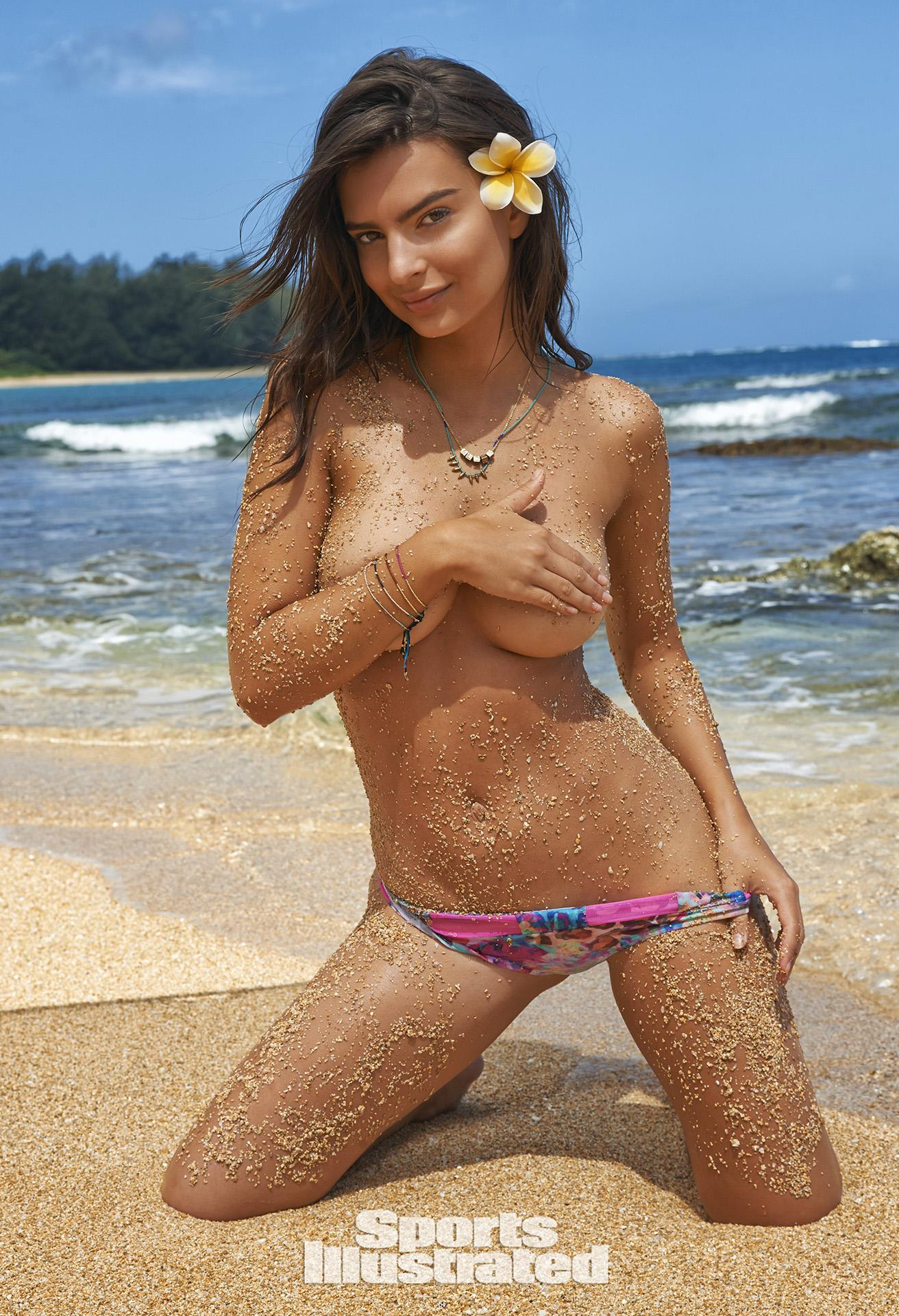 Emily Ratajkowski Swimsuit Photos