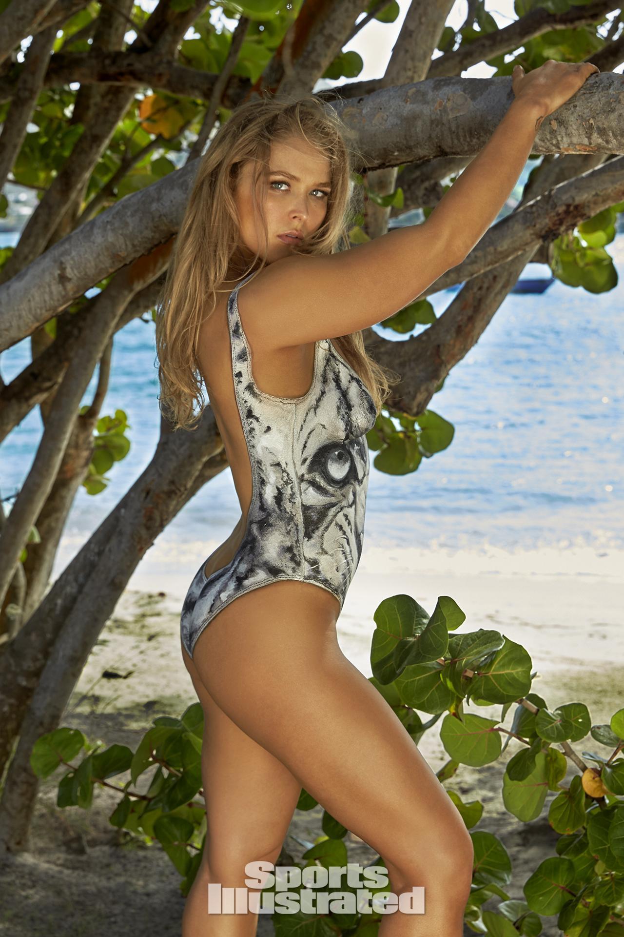 ronda rousey swimsuit body paint photos sports illustrated swimsuit