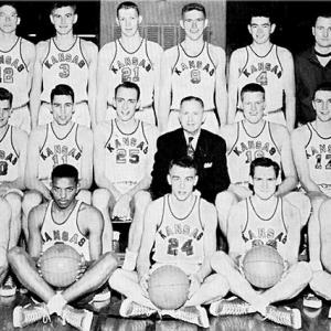 Towering center Clyde Lovellette (right of head coach F.C.