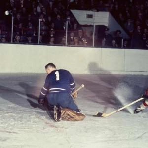Gordie Howe of the Detroit Red Wings becomes the NHL's all-time leader in goals (545).