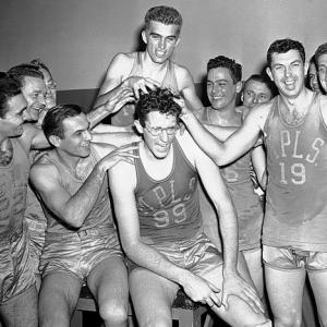 With their 2009 title, the Lakers improved to 15-15 in the NBA Finals. Here is a look at how they have compiled that record.Led by dominant big man George Mikan, the Lakers won five titles in six years in Minneapolis (1949-50; 1952-54). They also reached the 1959 Finals behind Rookie of the Year Elgin Baylor but lost to the Celtics, who launched their run of eight consecutive championships. The Lakers moved to Los Angeles in 1960.