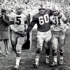 Ted Dean's five-yard TD run in the fourth quarter gives the Eagles a 17-13 victory over the Green Bay Packers in the 1960 NFL Championship Game. The game ends with Chuck Bednarik (pictured) tackling Jim Taylor on the Eagles' 8 in their only playoff defeat for the Vince Lombardi Packers. It was the last NFL title game played on a Monday.