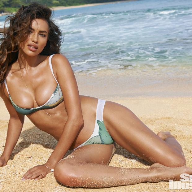 Hailey Clauson 8 Hottest Photos Of Sports Illustrated: Hailey Clauson Swimsuit Body Paint Photos, Sports