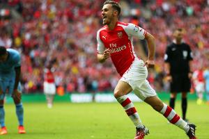 Aaron Ramsey scores for Arsenal in the Community Shield