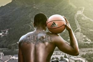 Washington Wizards John Wall shows off his tattoo at the great wall