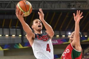 Stephen Curry's offensive performance was key as the United States rolled over Mexico and into the FIBA World Cup quarterfinals.