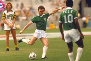 Franz Beckenbauer, center, starred for the New York Cosmos alongside Pele after his stellar career with Bayern Munich.