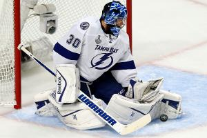 stanley-cup-final-game-3-ben-bishop-save.jpg