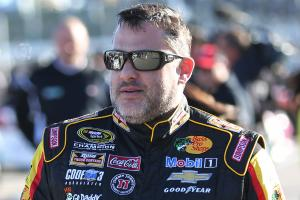 Tony Stewart (back) to miss start of Sprint Cup