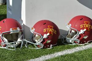 iowa state football players save woman car