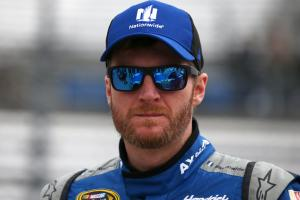 Dale Earnhardt Jr. pledges his brain to research