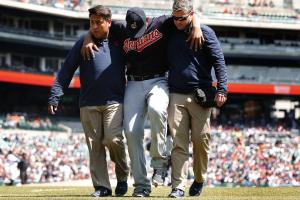Carlos Carrasco leaves game with leg injury