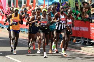 Kenyans win London Marathon titles