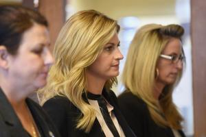 Erin Andrews settles peephole lawsuit