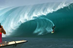 Surfer Kennelly is first woman with main XXL award
