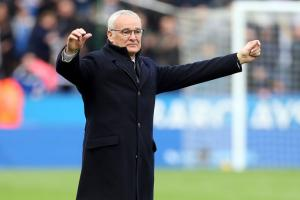 Ranieri watches Leicester fans' messages to him