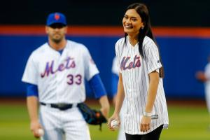 Noah Syndergaard teaches Miss Universe to pitch