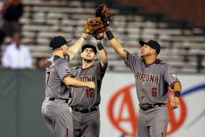 Watch: D-Backs read tweets about their uniforms