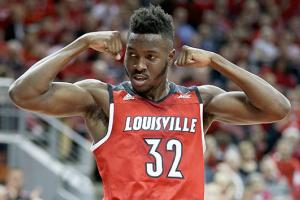 Should Louisville's Chinanu Onuaku stay or go pro?