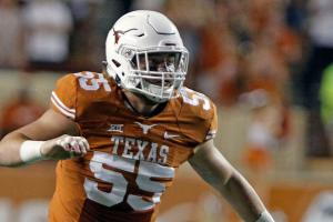 Texas linebacker Dalton Santos to transfer